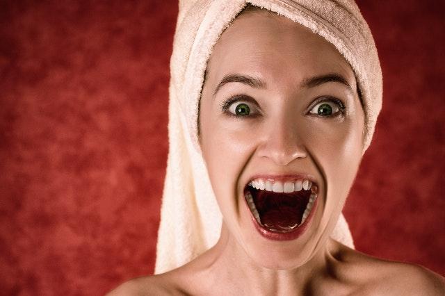 Jak działa wybielanie zębów – czy to boli?