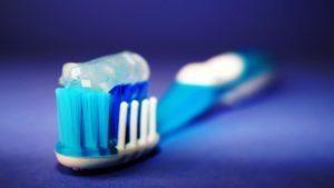 Jakie są przyczyny żółtych zębów?